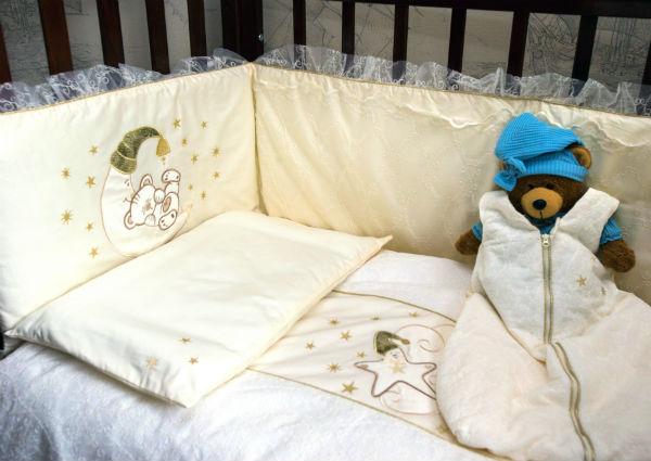 Что необходимо в кроватку для новорожденного